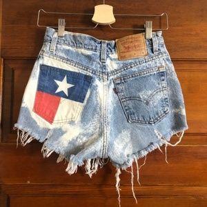 Levi's | Texas Flag Distressed Bleach Denim Shorts
